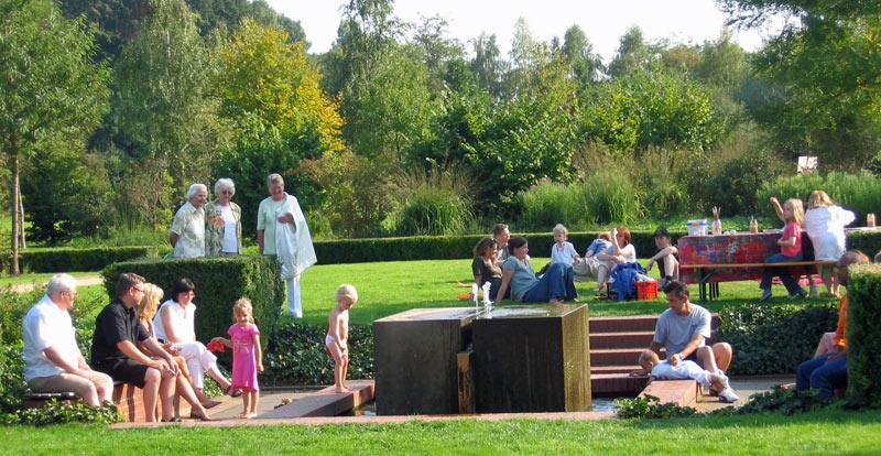 Kinder am Brunnen im Stadtpark Gütersloh