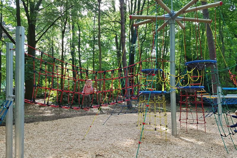 Klettergerüst Um Baum : Kletterkonstruktion vogelnestbaum für kinder im stadtpark gütersloh